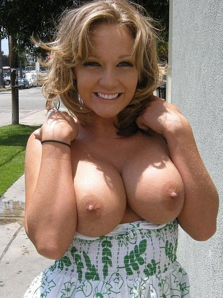 Cutie Shows Tits On The Street